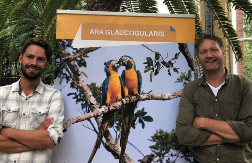 Arjan Dwarshuis, ambassadeur van het IUCN NL landaankoopfonds, en Marc Hoogeslag in de Hortus Botanicus in Amsterdam