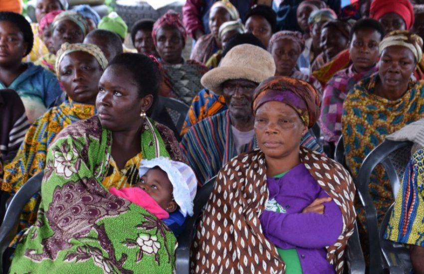Bijeenkomst met veel mensen in Ghana