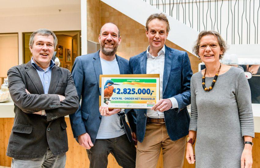 Coenraad Krijger ontvangt cheque van 2.8 miljoen euro