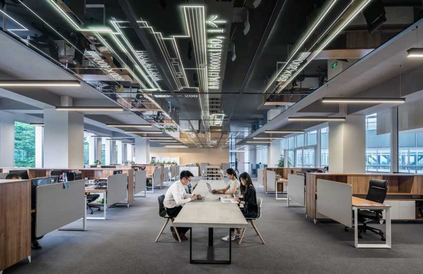 People in office (Photo: LYCS Architecture, Unsplash)