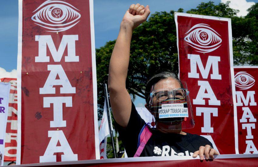 Woman protesting (c) Shar Balagtas