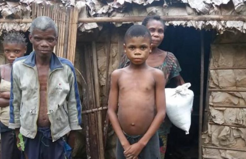 pygmee_family_in_the_sankuru_province_of_dr_congo